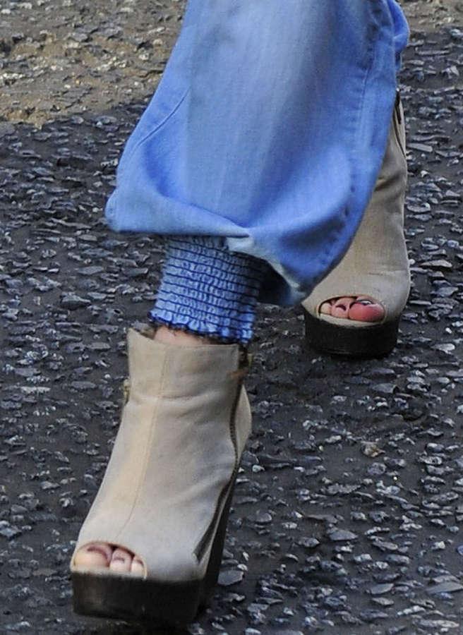 Cher Lloyd Feet