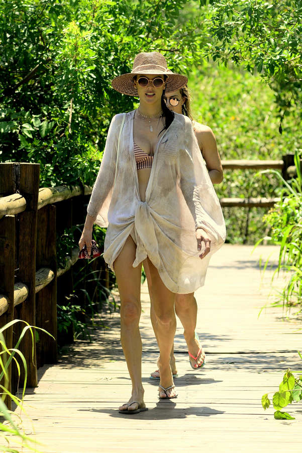 Alessandra Ambrosio Feet