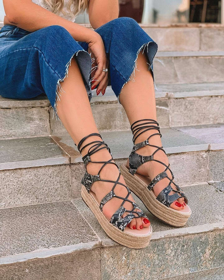 Thassia Naves Feet