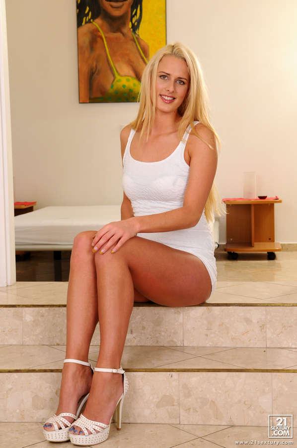 Chelsey Lanette Feet