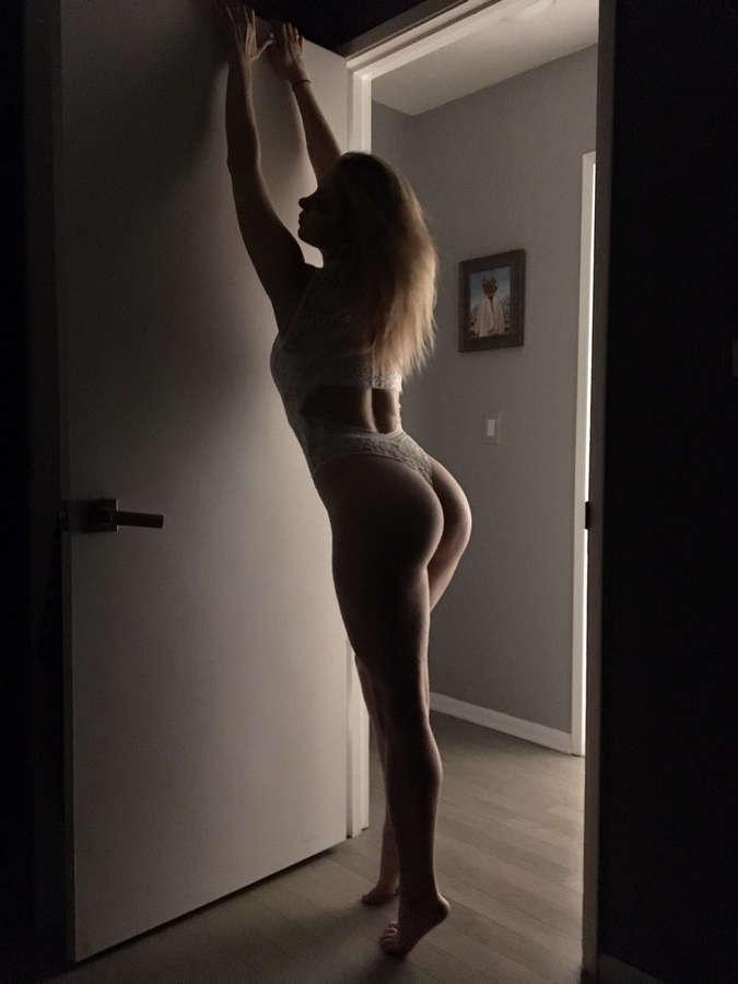 Iliza Shlesinger Feet