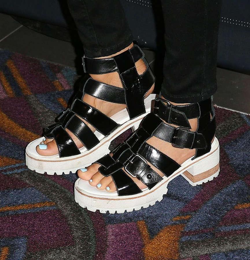 Lorenza Izzo Feet