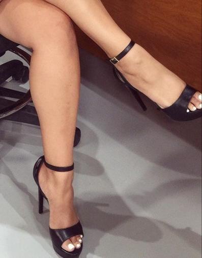 Demetria Obilor Feet