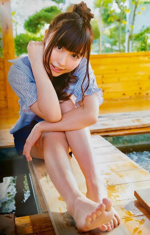 Aina Suzuki Feet