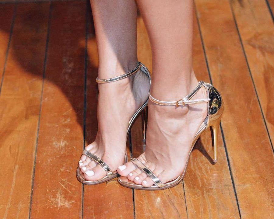 Bruna Manzon Feet