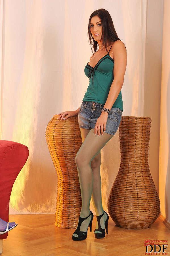 Sara Class Feet