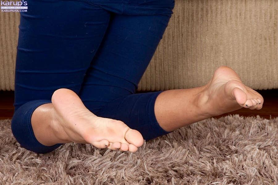 Gisele Mona Feet