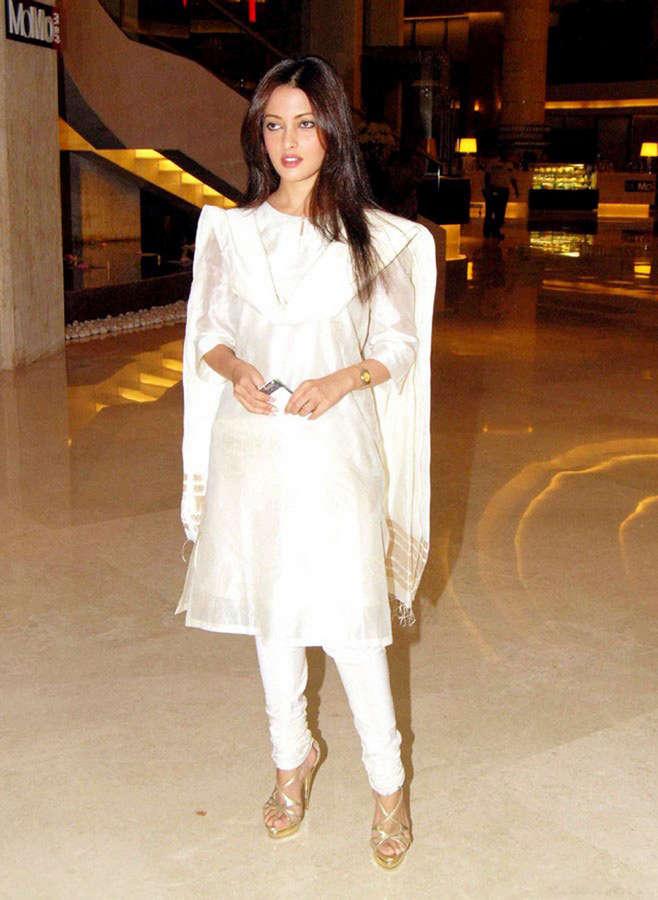 Riya Sen Feet