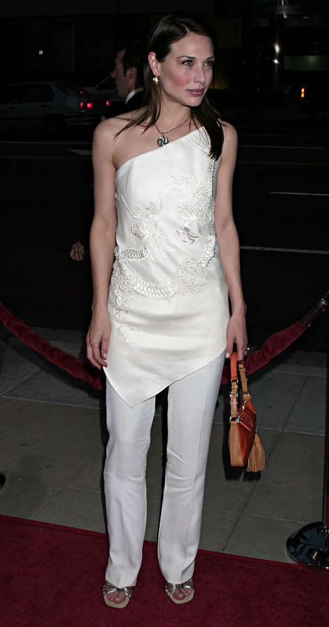 Claire Forlani Feet