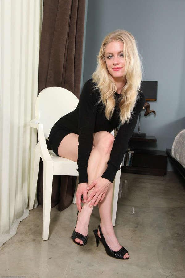 Bella Bends Feet