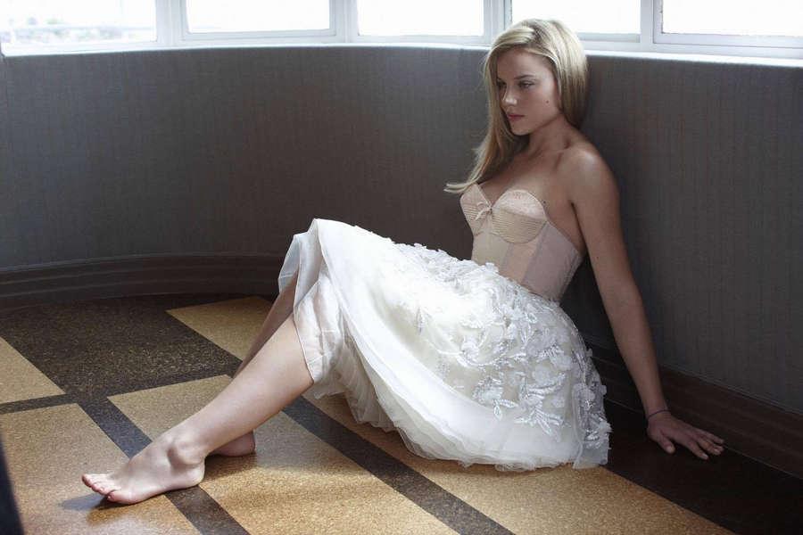 Abbie Cornish Feet (13 photos) - celebrity-feet.com