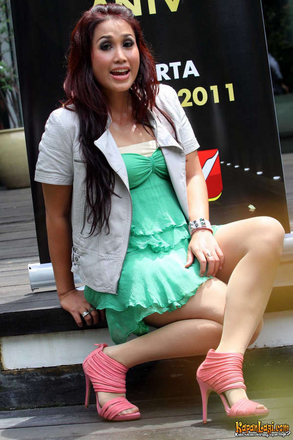Melinda Feet