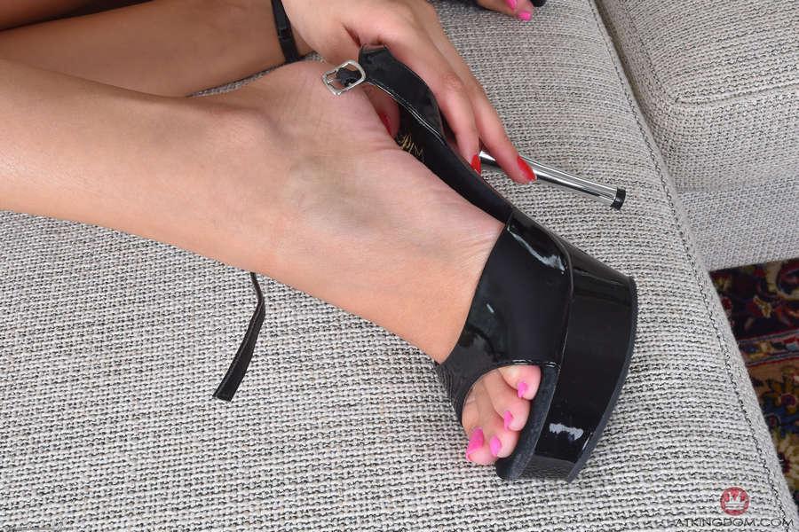 Liza Rowe Feet