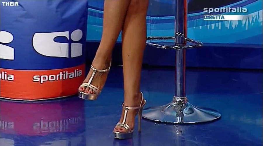 Jolanda V De Rienzo Feet
