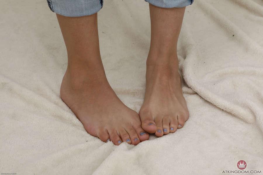 Eve Ellwood Feet