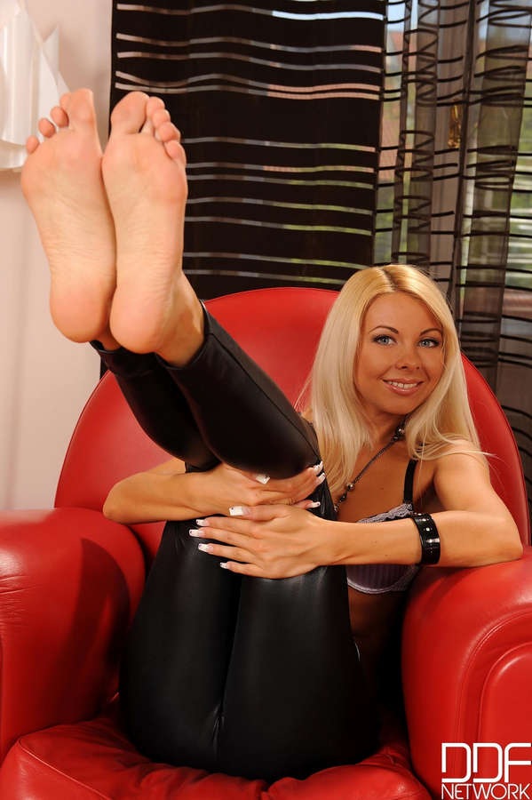Lea Tyron Feet