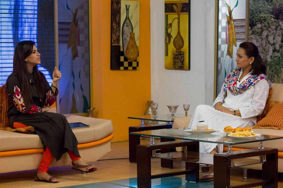 Asma Mustafa Khan Feet